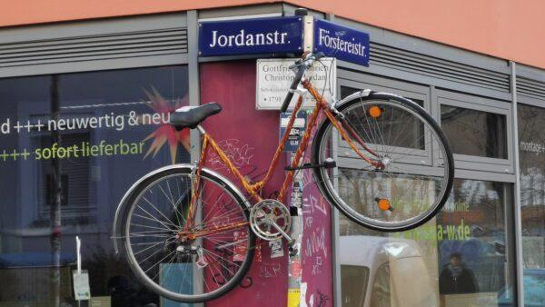 Aufgehängtes Fahrrad