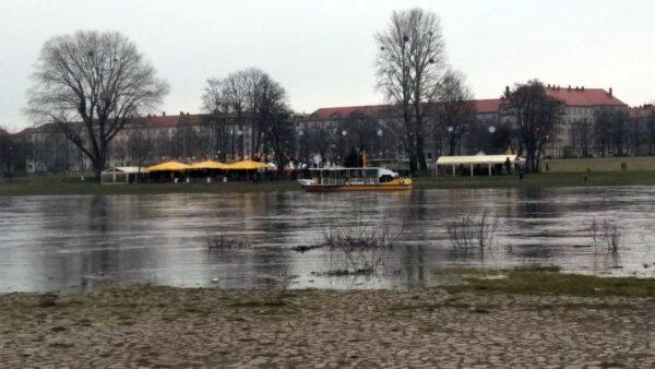 Macht erstmal Hochwasserpause: Fähre Johanna