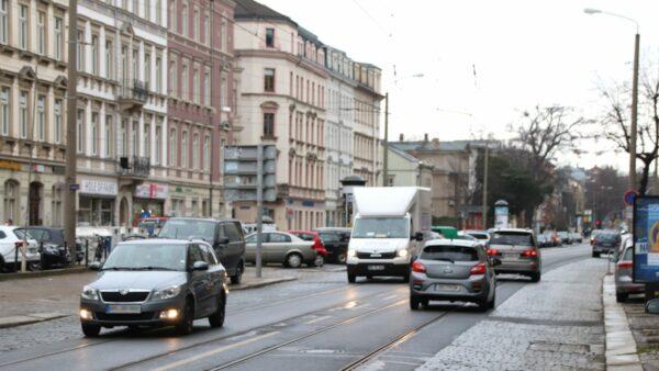 Zwischen Albertplatz und Stauffenbergallee soll eigentlich die Straße erneuert werden. Erste Pläne dazu gab es schon vor 27 Jahren.