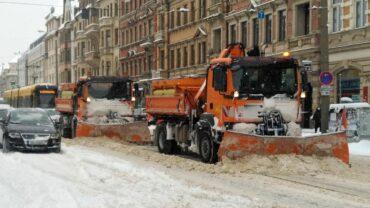 Winterdienst im Einsatz auf der Königsbrücker Straße - Foto: Philine