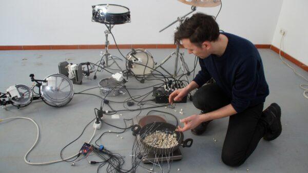 Moitz Simon Geists Klangkunst wird in Konzertsälen und Museen gehört. Foto: Philine