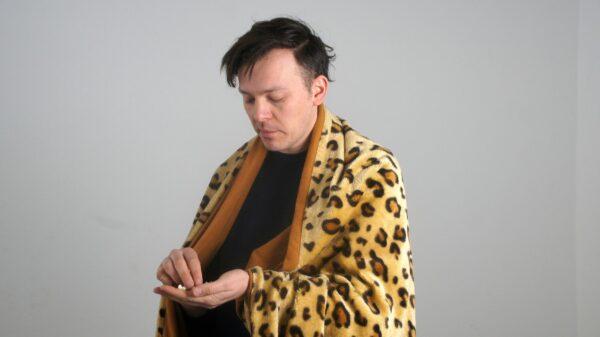 Moritz Simon Geist macht Klangkunst - hier mit Popcorn. Foto: Philine