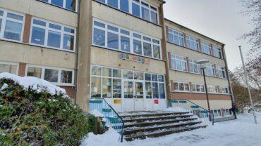 """Auch an der 103. Grundschule """"Unterm Regenbogen"""" wird es ab Montag wieder Unterricht geben."""