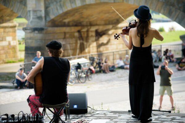 Pavillon-Konzert an der Albertbrücke im Frühjahr 2020 - Foto: Ryke Waltz