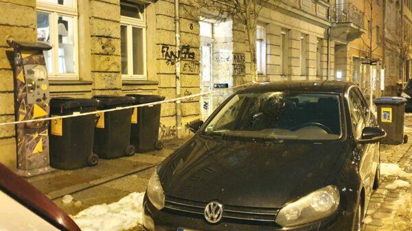 Beschädigtes Auto auf der Sebnitzer Straße