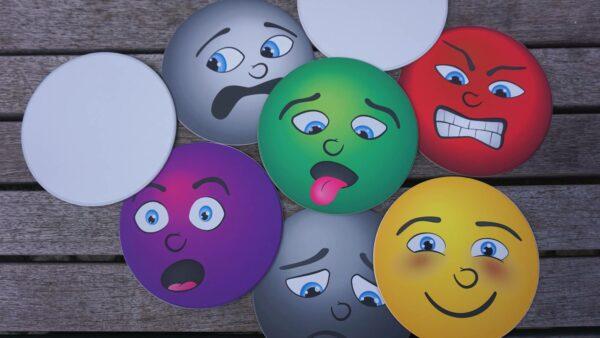 Kinder lernen früh, anhand von Mimik bei anderen Menschen Emotionen wahrzunehmen.