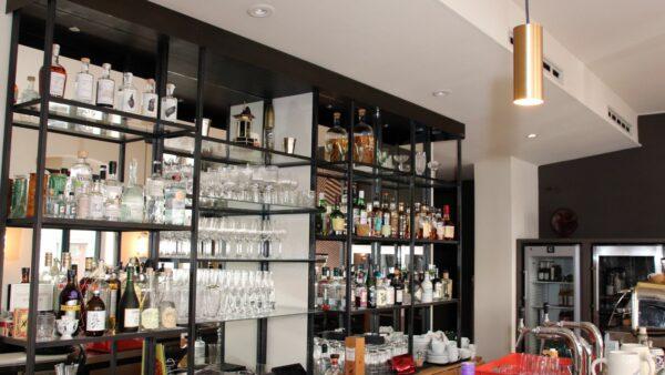 Die Bar erinnert ein bisschen an das Sidedoor.