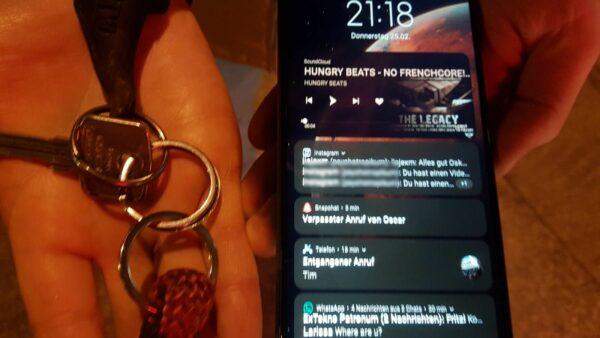 Handy und Schlüssel im Alaunpark gefunden