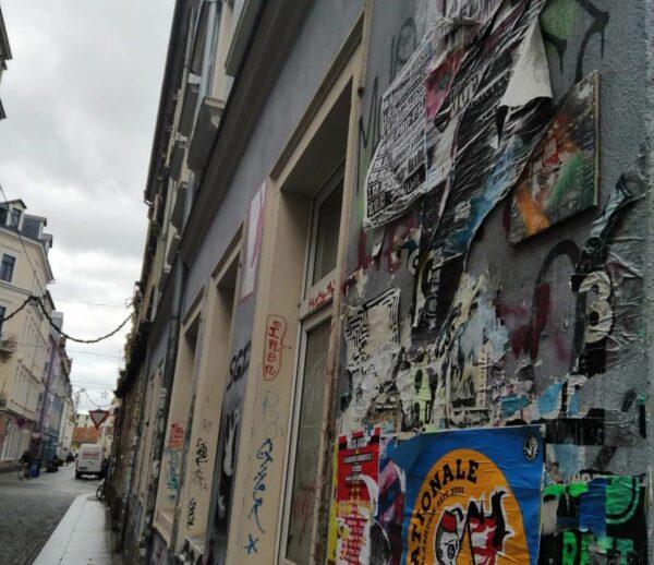 Fliesen- und Plakat-Kunst auf der Böhmischen Straße