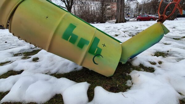 Diesmal mit großem Künstler-Logo HRB+C am Schwanz, der in einem Grubber endet.