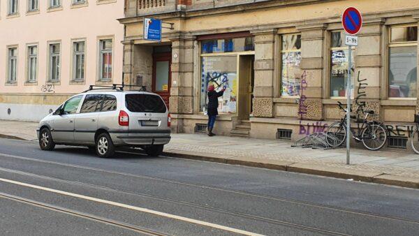 Beschmiertes Schaufenster am Kaleb Dresden e.V.
