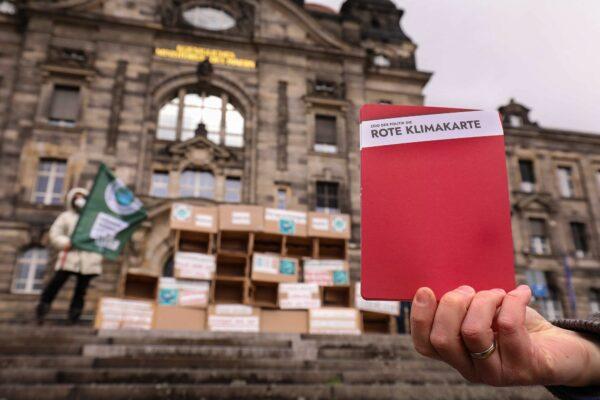 Rote Klimakarte für die Sächsische Staatsregierung - Foto: Tino Plunert