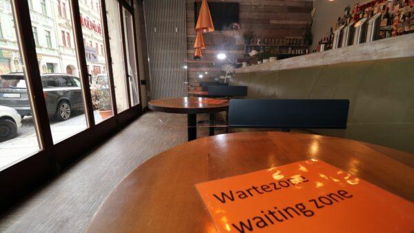 Wartebereich - mal wieder ins Café