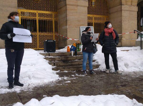 Mahnwache zum Gedenken des in Pieschen erfrorenen Menschen. Foto: Bettellobby