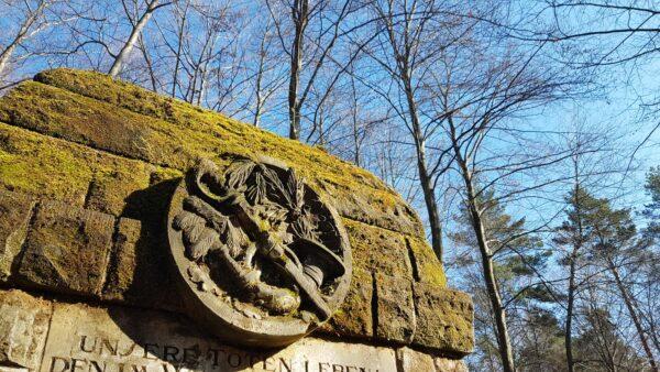 Denkmal aus Stein und Moos - Foto: Jonas Breitner