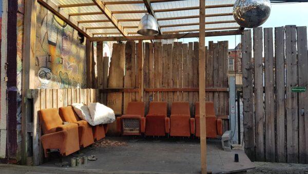 Auch diese Kinosessel warten auf Sitzende - Foto: Jonas Breitner