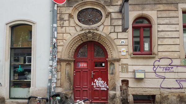 Die Rote Tür des Stadteilhauses - Foto: Jonas Breitner