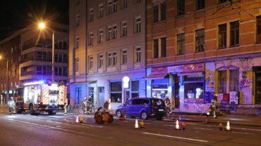 Am Bischofsplatz hat in den frühen Morgenstunden ein Auto gebrannt. Foto: Roland Halkasch
