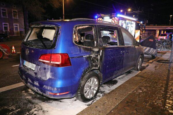 Der Wagen wurde weitgehend zerstört. Foto: Roland Halkasch