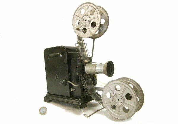 Filmprojektor mit Handkurbel