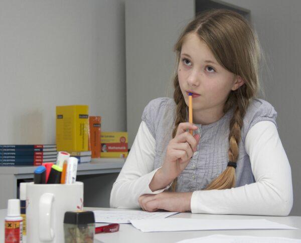 Nachhilfeunterricht mit dem Studienkreis. Die Schule bietet aktuell kostenlose Crashkurse an.  Foto: PR/Studienkreis