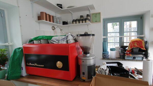 Kaffee gibt es in bewährter Qualität von der Phoenix-Rösterei.