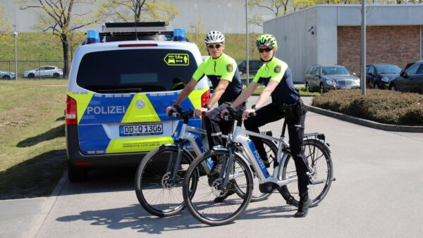 Fahrradpolizisten Thomas Kirally und Franziska Winter gehören zur Farradstaffel der Dresdner Verkehspolizei..