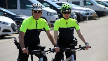 Fahrradpolizisten Thomas Kirally und Franziska Winter gehören zur Farradstaffel der Dresdner Verkehspolizei.