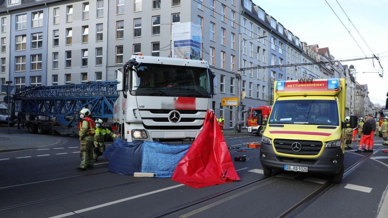 Polizei und Sachverständige haben die Ermittlungen zur Unfallursache aufgenommen.