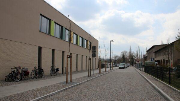 Anwohner*innen fordern: Marta-Fraenkel-Straße zur Spielstraße machen.