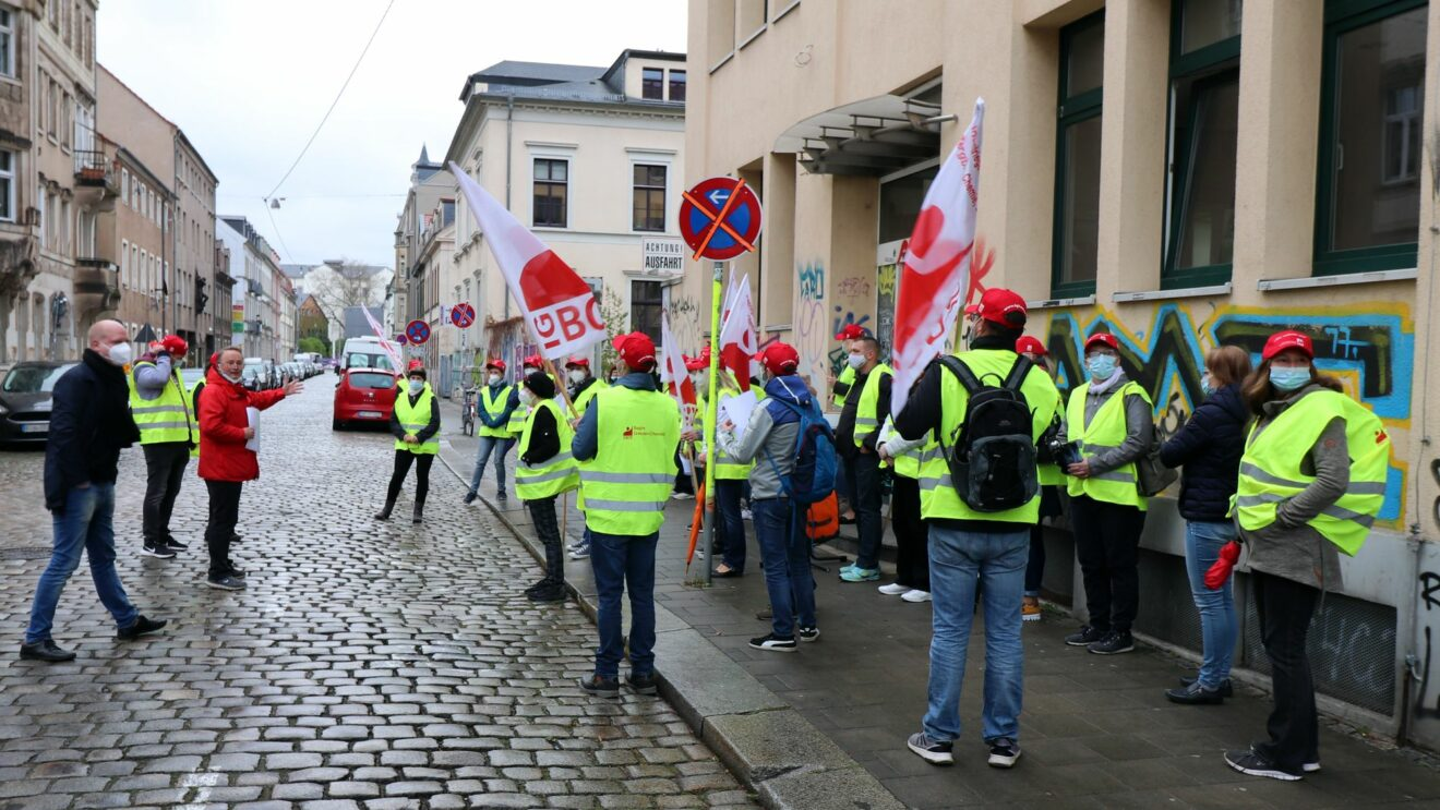 Warnstreik vor den Putzi-Werken
