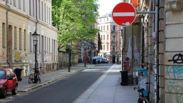 Pulsnitzer Straße - seit März dürfen hier auch Radfahrer*innen nicht mehr Richtung Martin-Luther-Platz fahren.