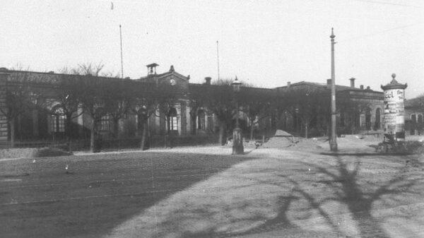 So sah der Bahnhof Neustadt vor dem Umbau im ausgehenden 19. Jahrhundert aus.