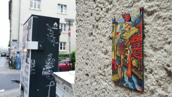 An der Alaun-/Ecke Timaeusstraße hängt ein Bild von der Alaun-/Ecke Sebnitzer Straße
