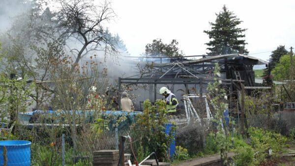 Die Feuerwehr hatte beim Löschen erschwerte Bedingungen. Foto: Roland Halkasc
