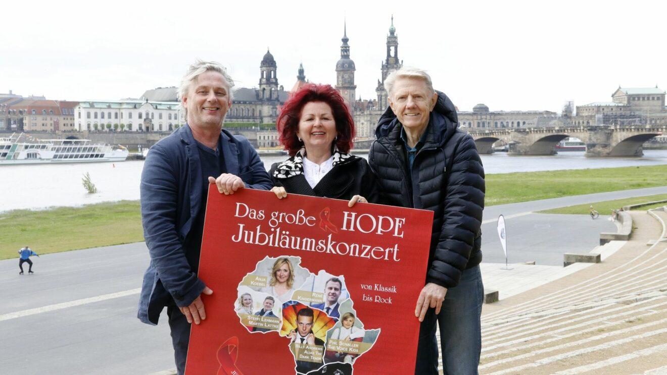 Die Filmnächte-Organisatoren Matthias Pfitzner und Johannes Vittinghoff mit Hope-Frontfrau Viola Klein. Foto: PR/Sabine Mutschke