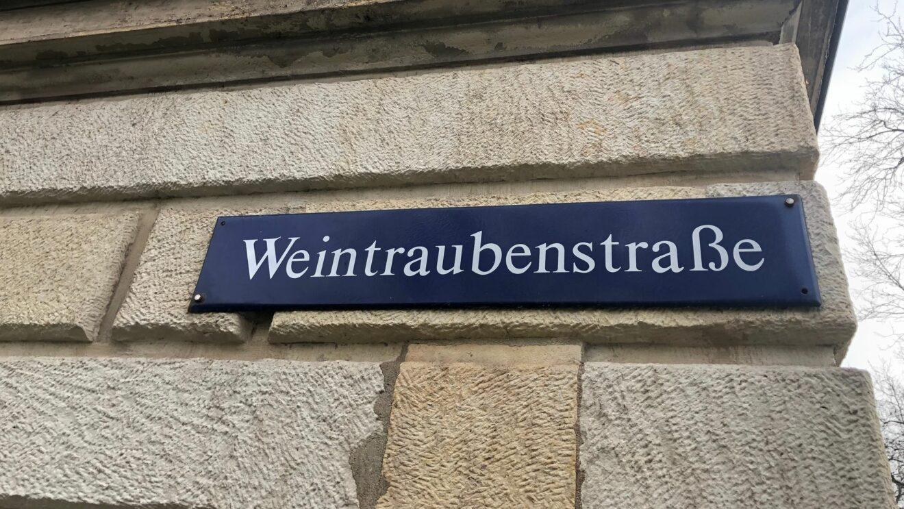 Straßenschild Weintraubenstraße