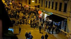 Schiefe Ecke am Freitag Abend - Foto: Ray van Zeschau