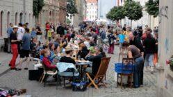 Das sonntägliche Straßenfrühstück ist inzwischen fester Bestandteil der BRN-Feste geworden. Foto: Archiv Anton Launer 2012