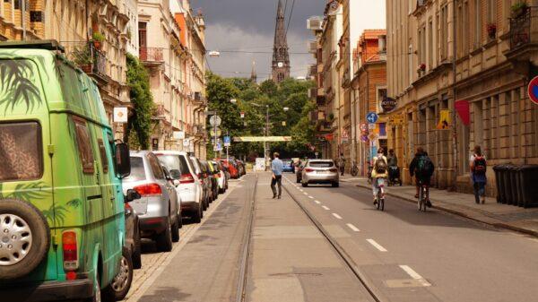 Neustädter Lieblingsblick mit Park und Kirche im Hintergrund.