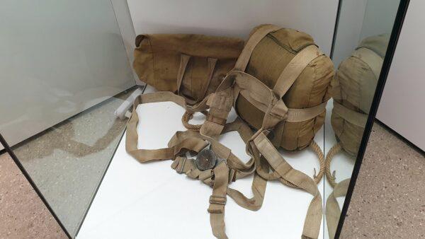 Fallschirm - Ausstellungsstück im Militärhistorischen Museum