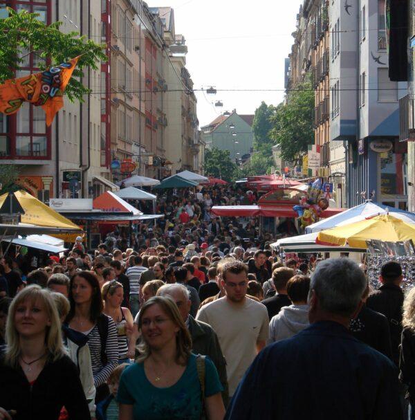 Louisenstraße zur BRN 2008 - schon damals waren die Straßen knackig voll. Foto: Stadtteilhausarchiv/Yvonne Graf