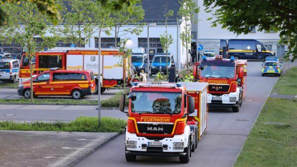 Die Feuerwehr war mit mehren Wagen und rund 40 Einsatzkräften vor Ort. Foto: Tino Plunert
