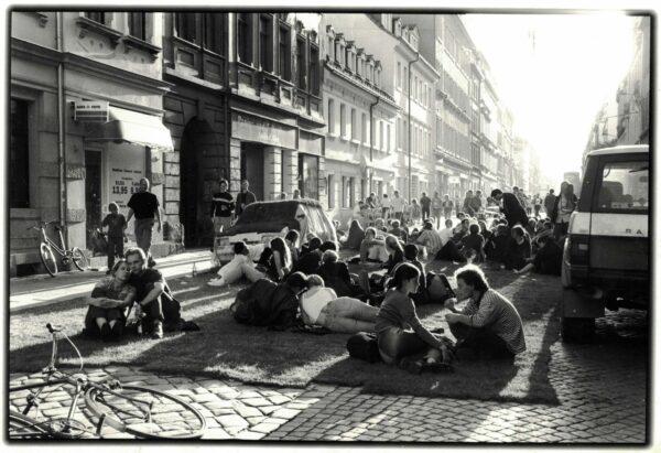 Rasen statt rasen - Foto von der Louisenstraße zur BRN 1999 - Sammlung: Stadtteilarchiv, Fotograf unbekannt
