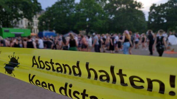 """Demo """"Feiern ist Leben"""" auf dem Alaunplatz"""