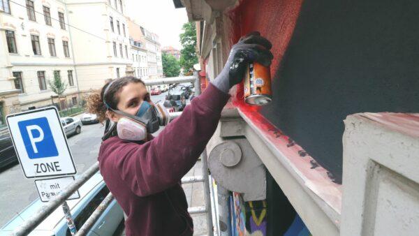 Lena Faludi gestaltet die Projekttheater-Fassade neu.