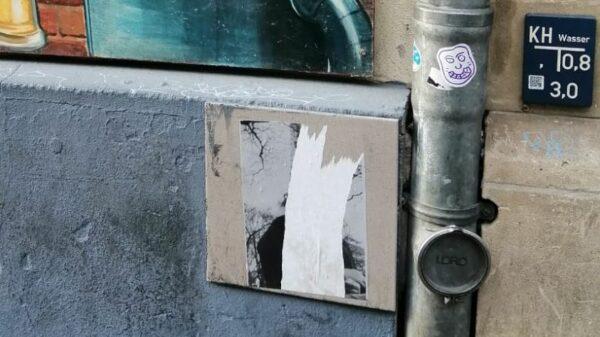 Traurig und abgerissen - Fliese an der Rothenburger Straße