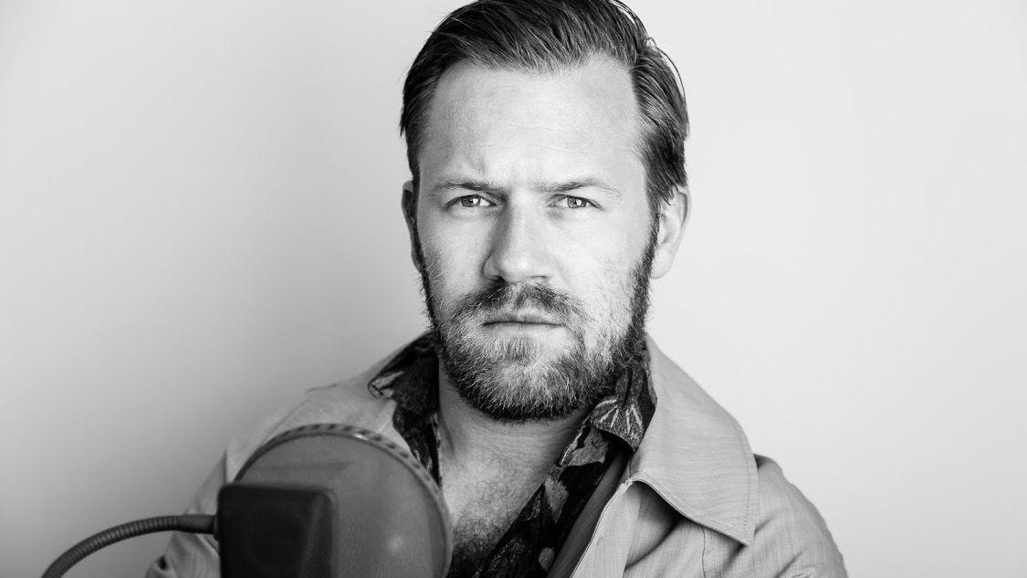 Schauspieler Nico Holonics liest Kästner