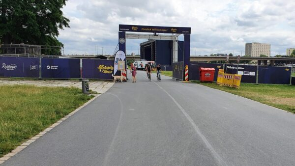 Wegen Konzerten gesperrt - Elberadweg