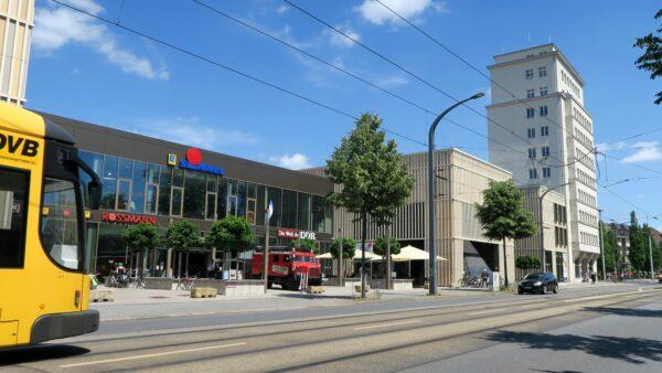 Ab Montag: Konzertbühne vor dem Simmel-Center